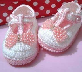Sapatinho de bebê: Em crochê rosa e branco