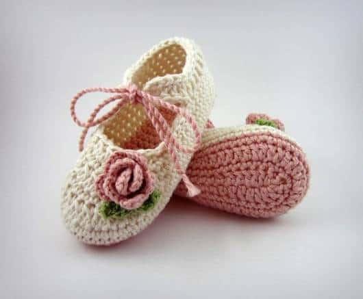 Sapatinho de bebê: Em crochê feminino