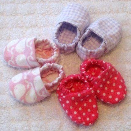 Sapatinho de bebê: Em tecido lilás