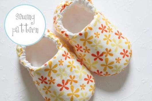 Sapatinho de bebê: Em tecido florido