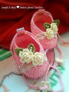 Sapatinho de bebê: Rosa com flores