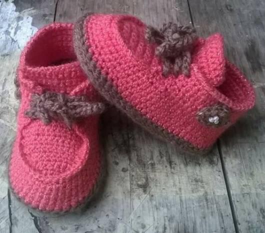 Sapatinho de bebê: Em crochê rosa e marrom