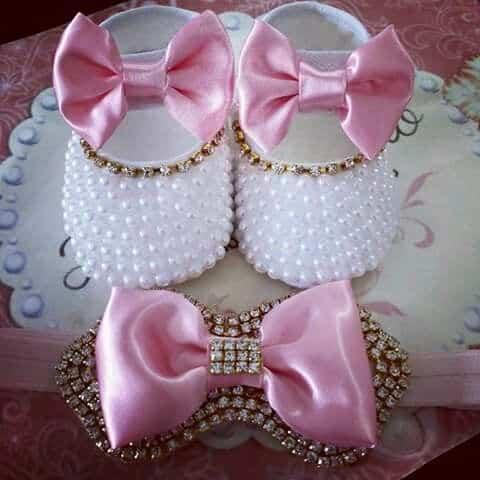 Sapatinho de bebê: Customizado rosa e branco