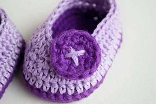 Sapatinho de bebê: Em crochê lilás