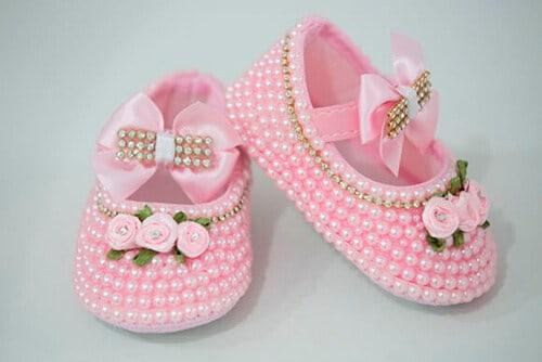 Sapatinho de bebê: Customizado com pérolas