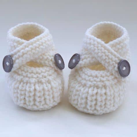 Sapatinho de bebê: Em crochê branco