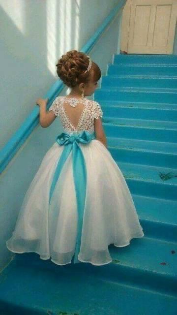 Vestido longo infantil: Dama de honra com laço azul