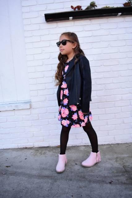 look vestido com meia-calça preta