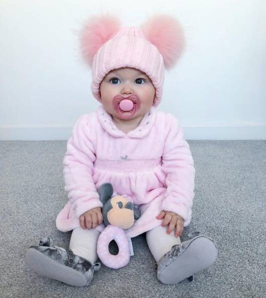 look bebê com vestido de inverno