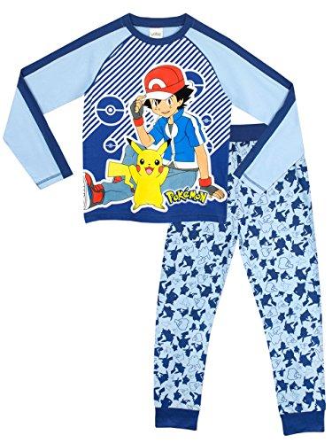 Ash e seu parceiro Pikachu, no pijama Pokemon