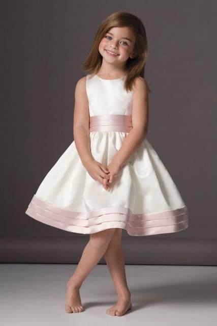 vestido branco e rosa