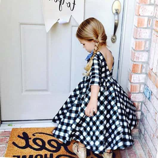 Olha só que charme esse vestido xadrez infantil todo rodado