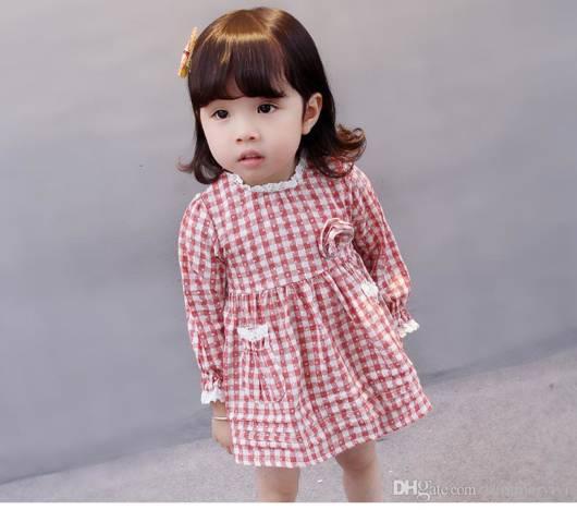 Vestidinho vermelho e branco com rendinhas