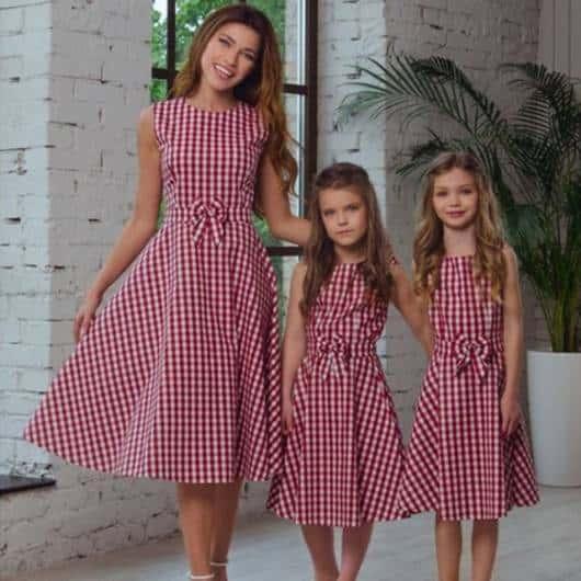 Quer vestido para combinar com sua filha? Então veja essa sugestão!