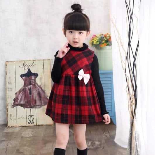 Composição de look com vestido xadrez de flanela com blusa por baixo