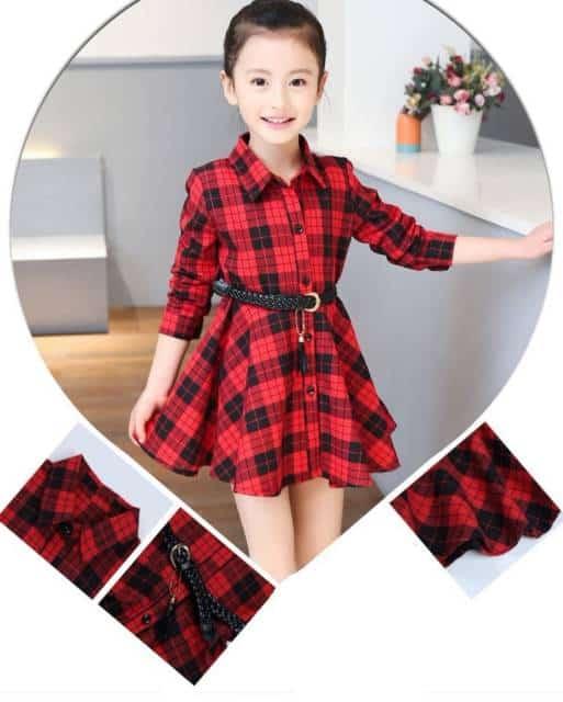 Vestido xadrez vermelho infantil composto com cinto preto de couro