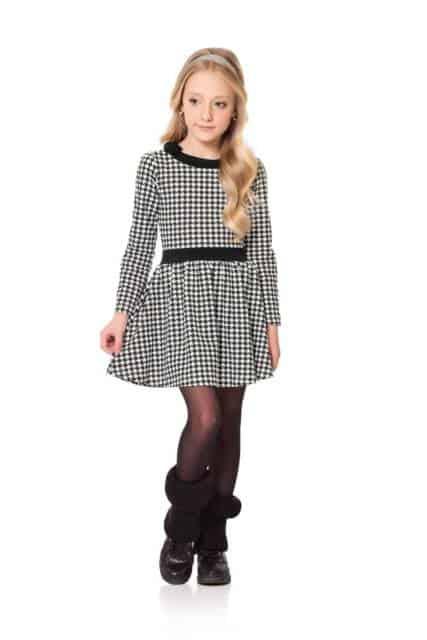 O vestido preto e branco é perfeito para o inverno