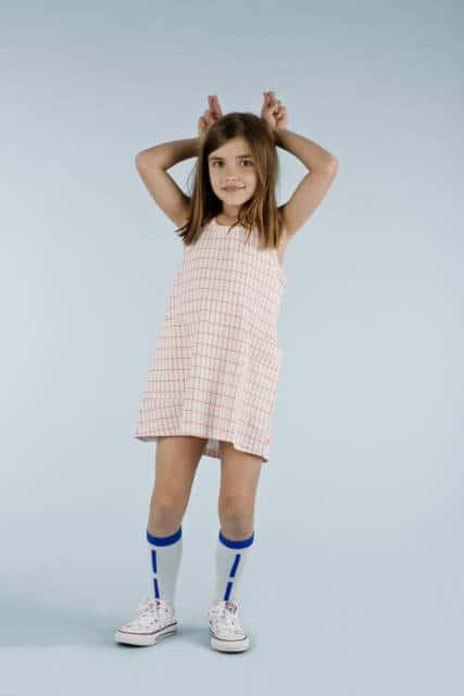 Modelo de vestido simples xadrez para o dia a dia das crianças