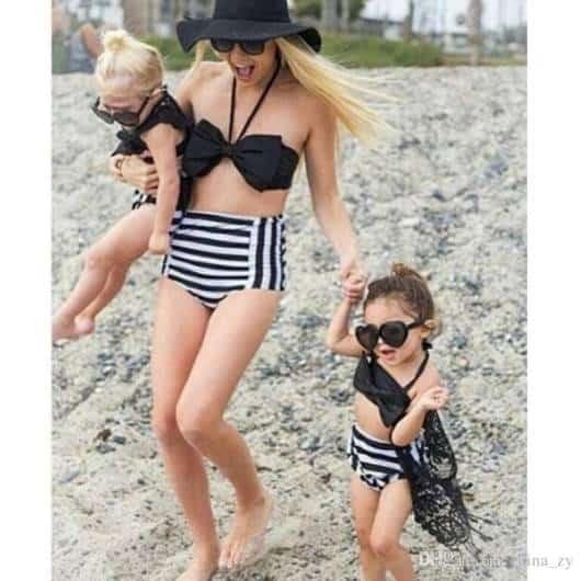 Dica de look tal mãe tal filha preto e branco para praia