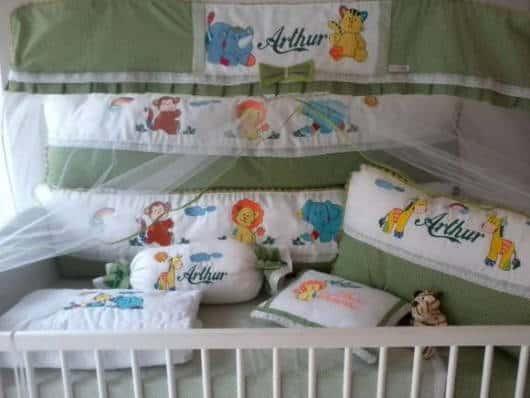 O kit berço Safari também pode ser personalizado com o nome do bebê