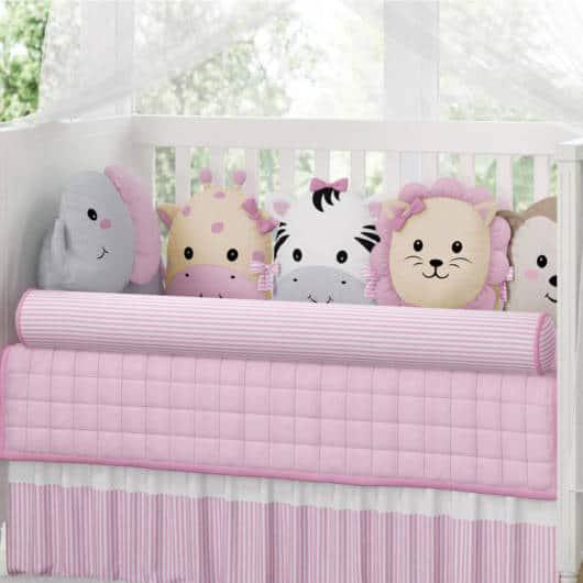 Veja dica de kit berço Safari rosa com almofadas de bichos