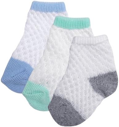 Você encontra kits com meias para bebê recém nascido