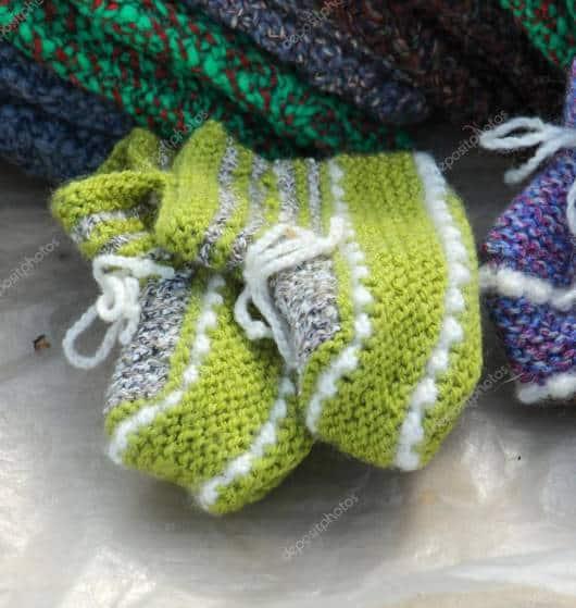 As meias de lã esquentam bastante os pézinhos dos bebês