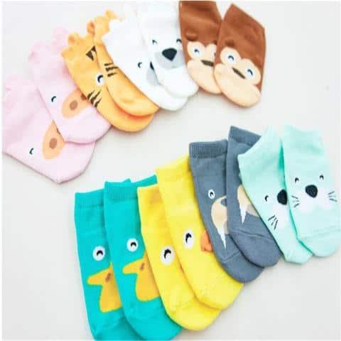 Diversos modelos de meias para bebê de bichinhos