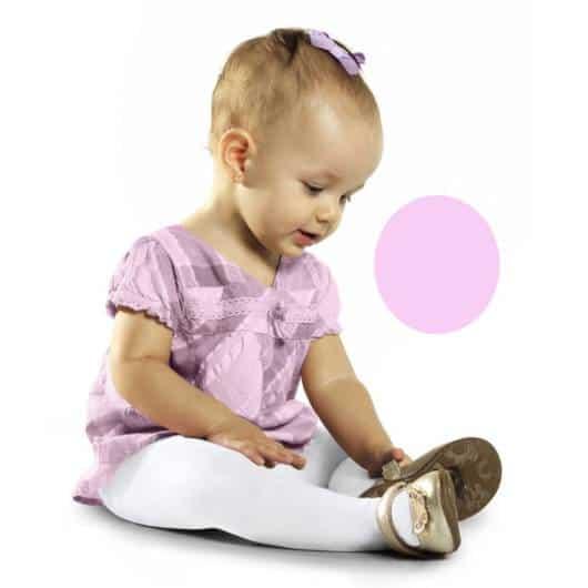 Com a meia calça a bebê pode usar o sapatinho que quiser
