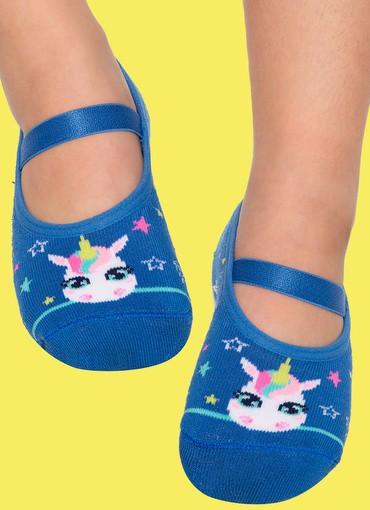 Algumas meias têm estampas da moda, como a de unicórnio