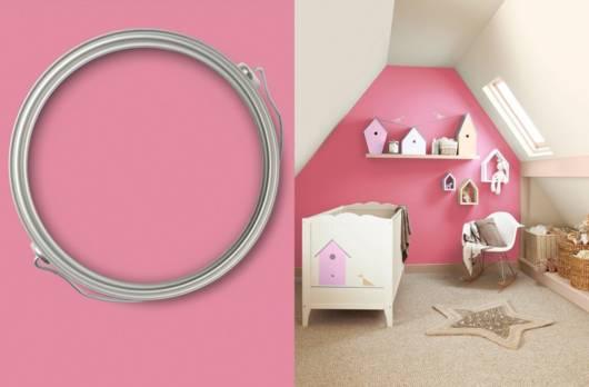 Quartinho de bebê com paredes rosa