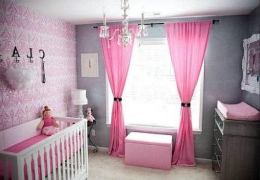 Quarto de bebê rosa e cinza