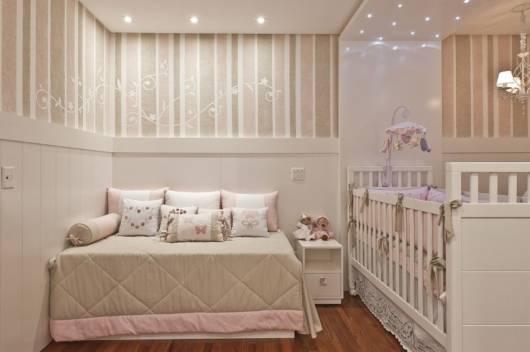 quarto de bebê rosa e bege