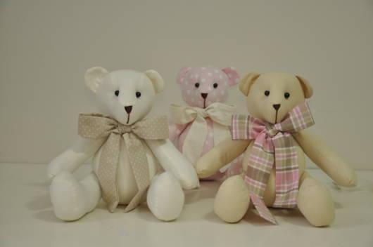 Ursinhos em três cores com laços, que tal?