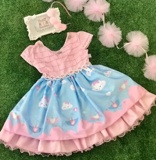 Vestido azul e rosa chuva de amor