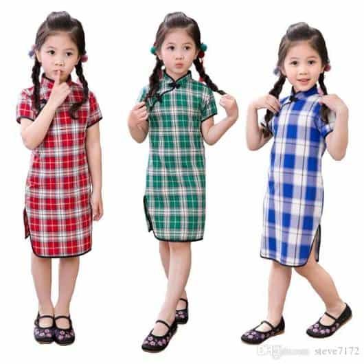 A estampa xadrez é tradicional, mas está presente até nos modelos de vestidos modernos!