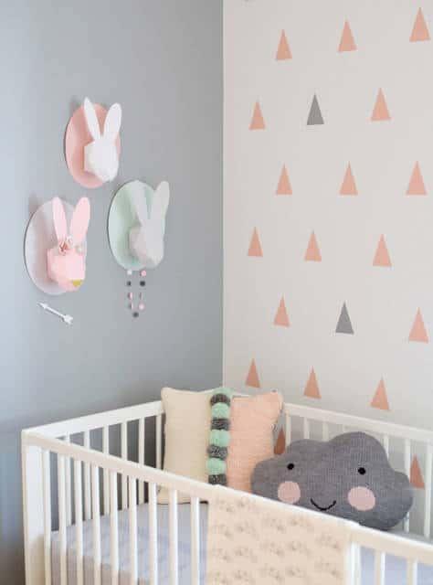 quarto de bebê cinza e rosa