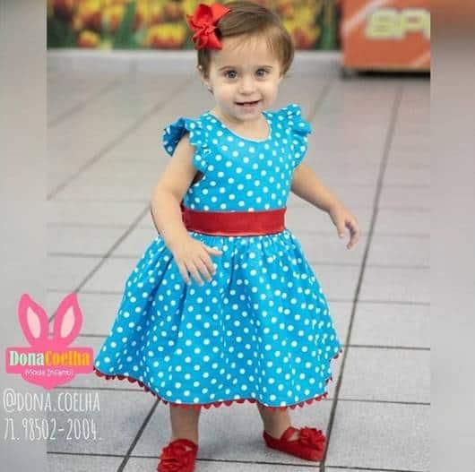 vestido azul e vermelho