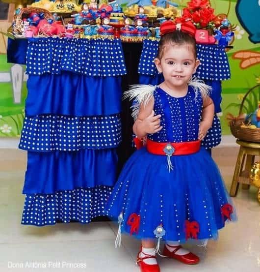 vestido azul de tule