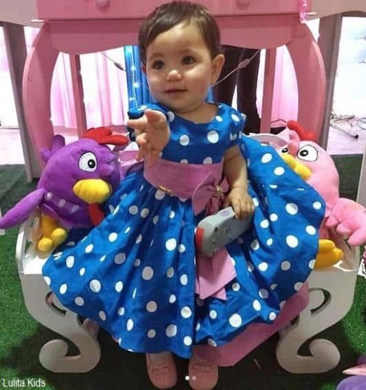vestido azul e rosa