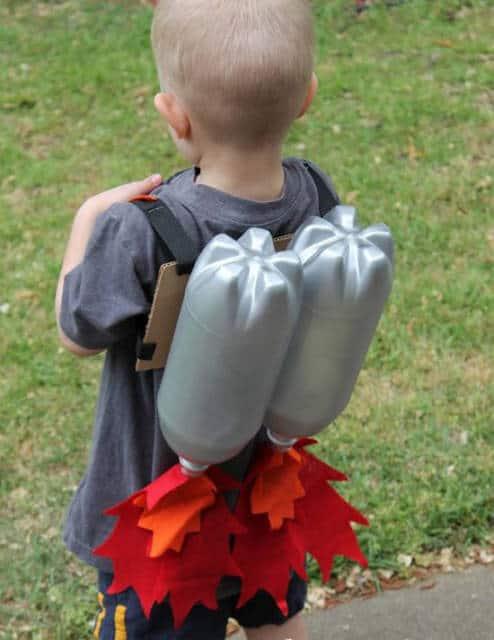Brinquedo de sucata: mochila de astronauta