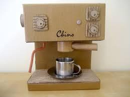 máquina de café de papelão
