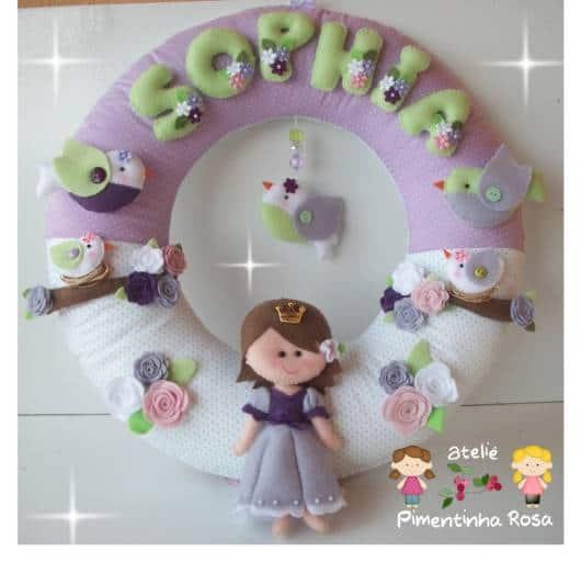 Guirlanda de feltro: princesa lilás e branca