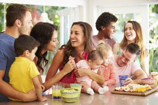 família toda com bebê