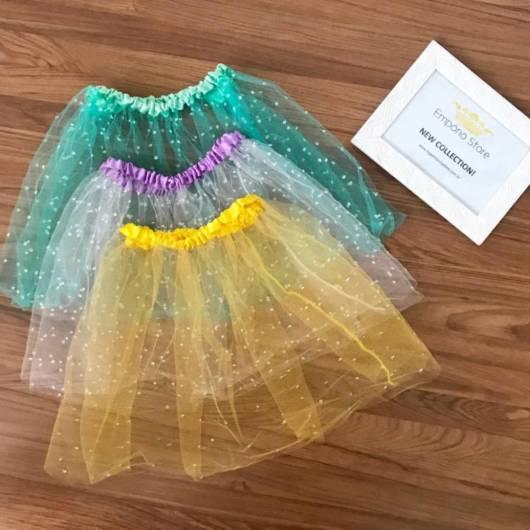 três opções de cores de saia com tule