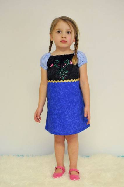 Vestido da frozen: vestido da Ana simples