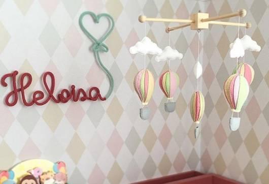móbile colorido de balã