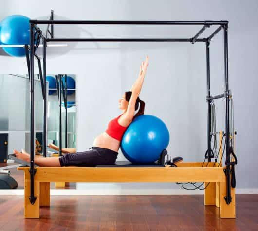 Em um local profissional você pode fazer exercícios em aparelhos