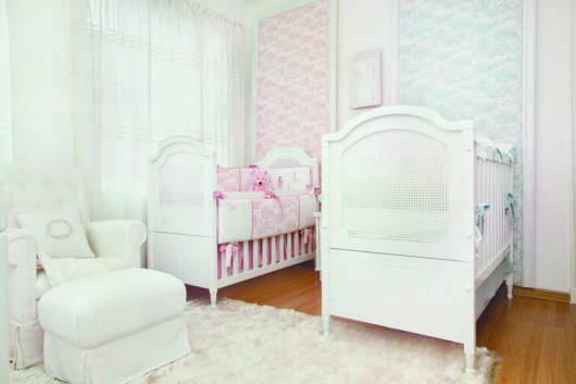 decoração delicada e graciosa para bebês gêmeos