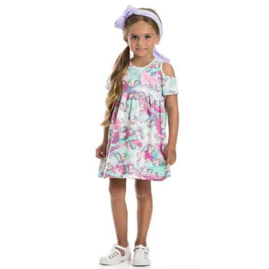 vestido simples com estampa de unicórnio